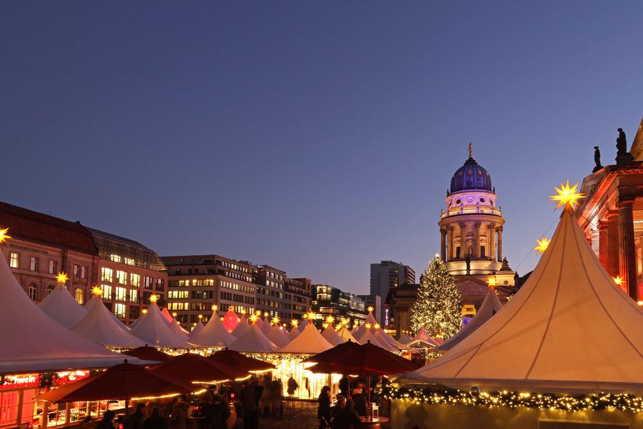 Blick auf den Weihnachtsmarkt am Gendarmenmarkt