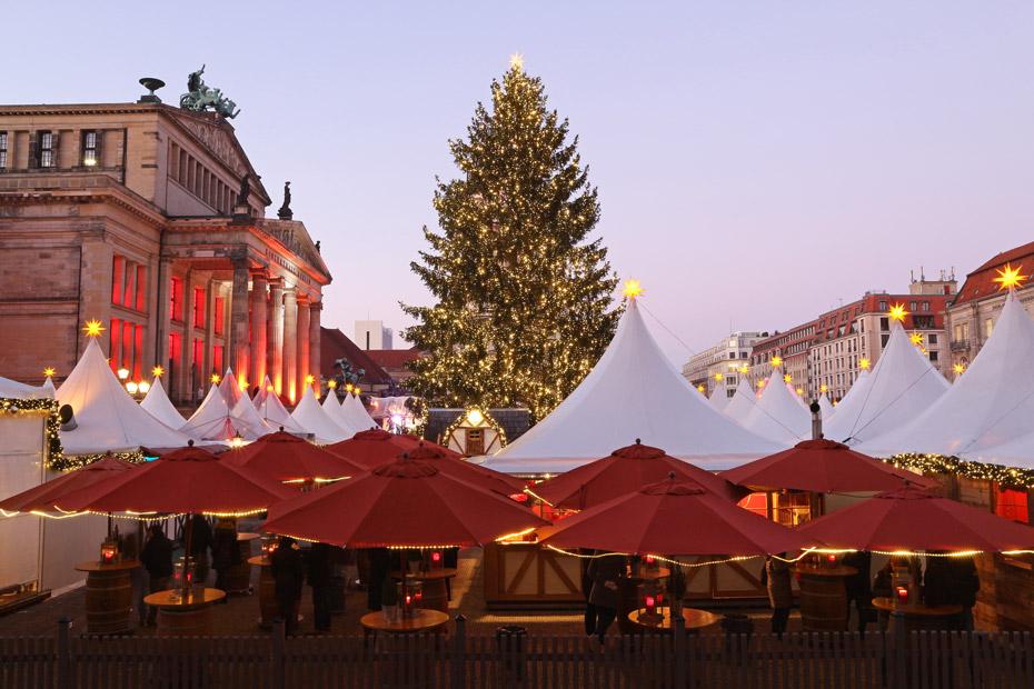 Weihnachtsbaum auf dem Weihnachtsmarkt am Gendarmenmarkt