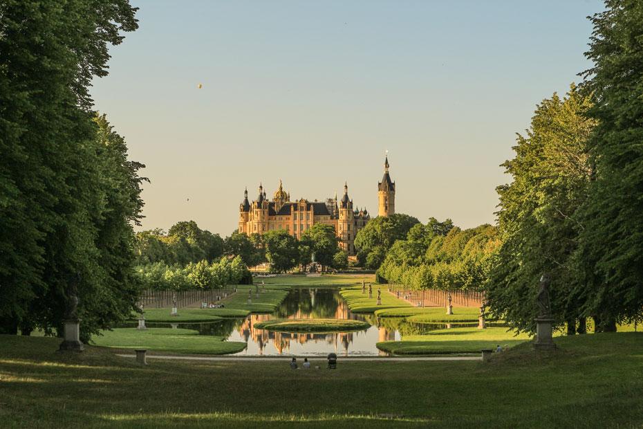 Schweriner Schloss im Abendlicht