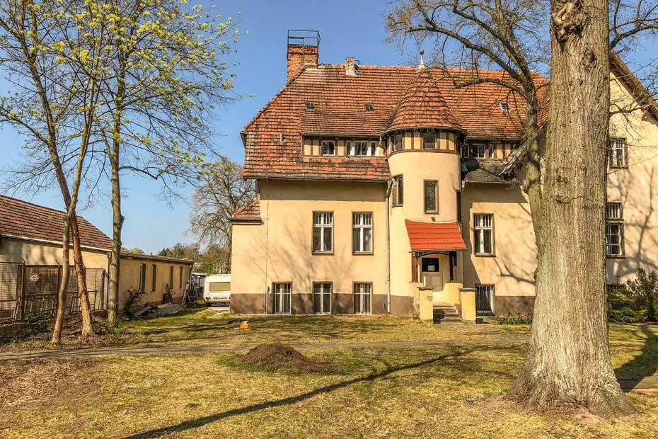 altes Gebäude an der Regattastrecke